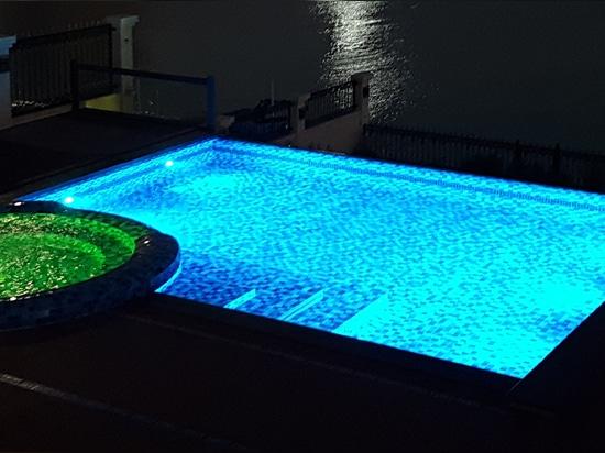 Unique underwater light METEOR also in WGB multi-color