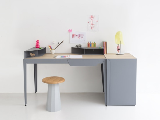MODULAR FLAMINGO DESK CAN BE CONFIGURED IN 9 DIFFERENT WAYS