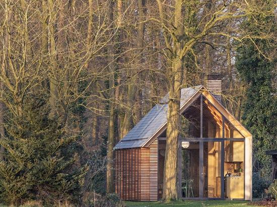 ROEL VAN NOREL & ZECC ARCHITECTEN DESIGN SHUTTER-CLAD COTTAGE