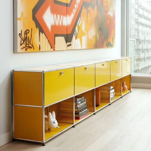 コンテンポラリーサイドボード / 漆塗りを施したMDF / 金属製 / ガラス製