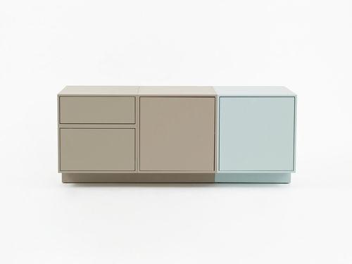 コンテンポラリーサイドボード / 漆木材 / 漆塗りを施したMDF / 木製プレート製