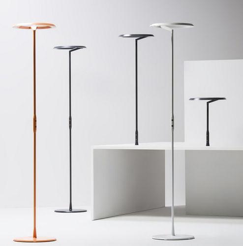 フロアスタンド型ライト / 工業デザイン / 押し出しアルミニウム製 / 調光式