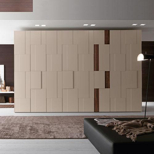 コンテンポラリー洋服だんす / 漆木材 / 光沢のある漆塗りを施した木製 / スイング式ドア
