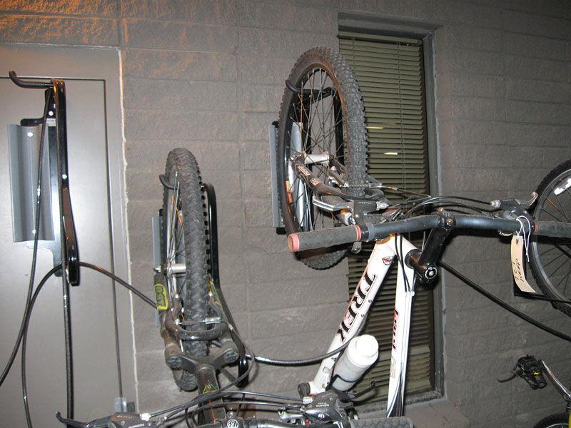 6be701f5f Suporte de bicicletas de parede   em aço - FENDER RACK™ - CycleSafe