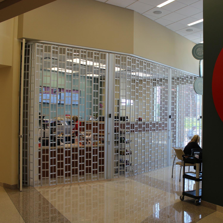 22d8ee95fb958 Grade de proteção para frente de loja - GLIDEGARD - Cornell