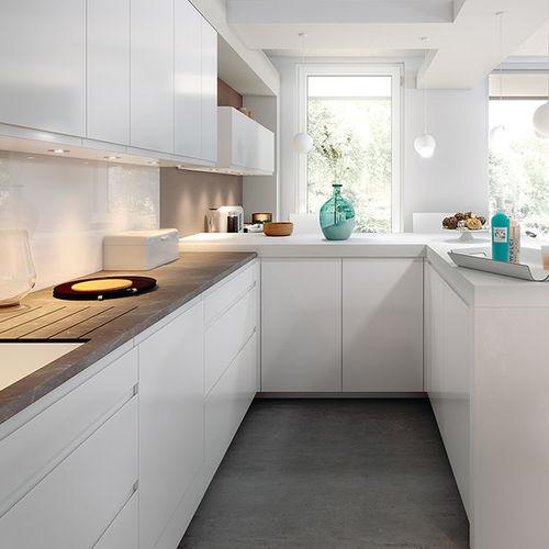cozinha contemporânea / em laminado / em L / com brilho