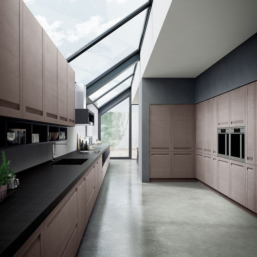 cozinha contemporânea / com folheado de madeira / em carvalho / em inox
