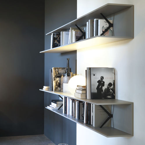 estante de parede / contemporânea / em carvalho / em alumínio
