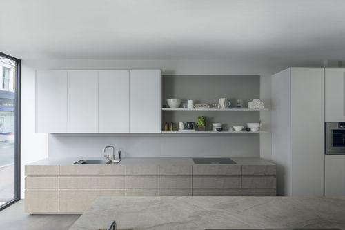 cozinha contemporânea / em madeira / em quartzo / sem puxadores