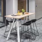 mesa alta contemporânea / em madeira / retangular / da linha comercial