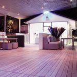 tábua de deck em madeira plástica / em madeira de lei / com tratamento térmico / da linha comercial