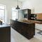 cozinha contemporânea / em madeira / metálica / com ilha