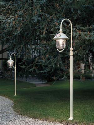 garden-lamppost