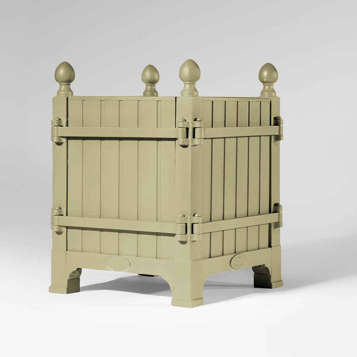 Planter Dans Une Caisse En Bois cast iron planter / oak / square / custom - caisse À oranger