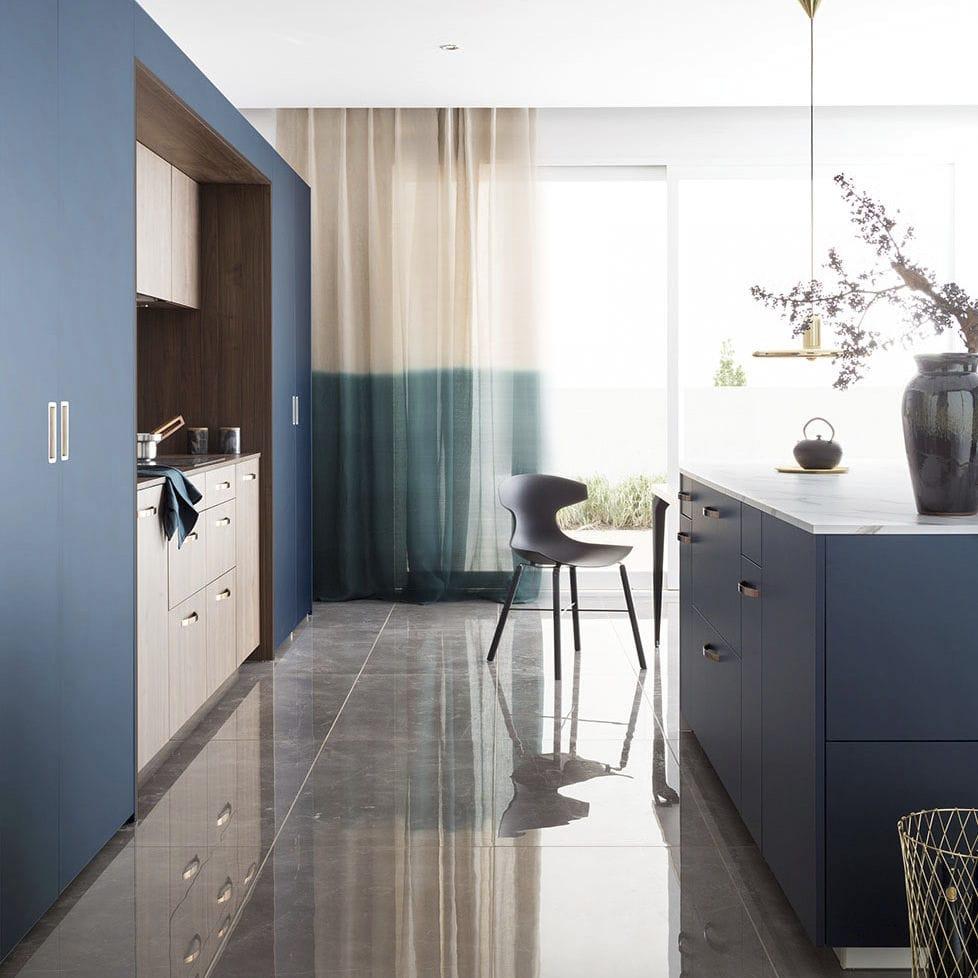 Cuisine Low Cost Mobalpa contemporary kitchen / wood veneer / walnut / marble