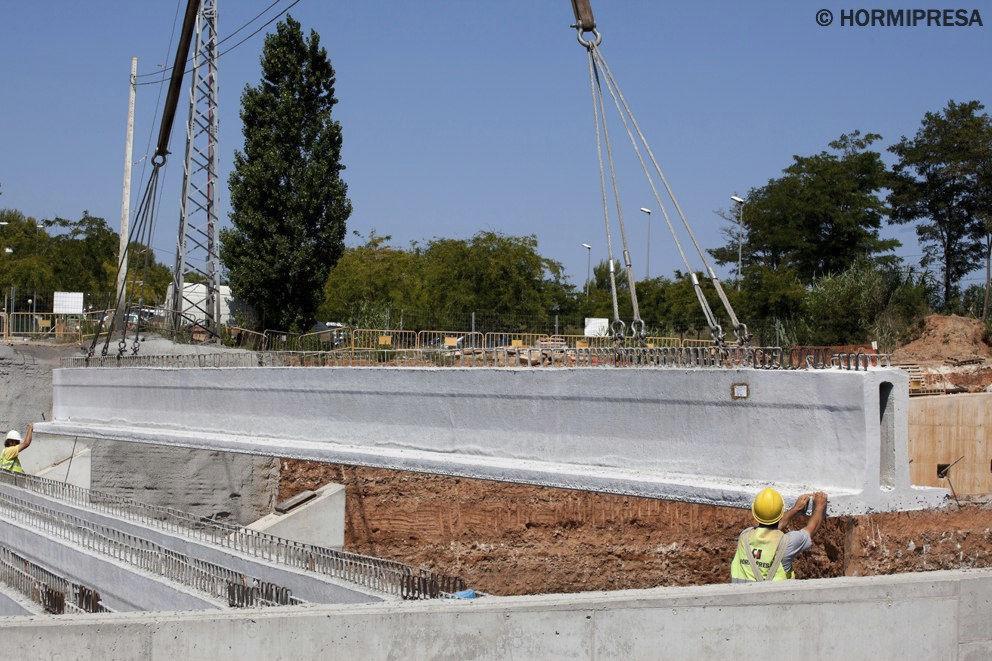 Prestressed concrete beam / precast concrete / T / for