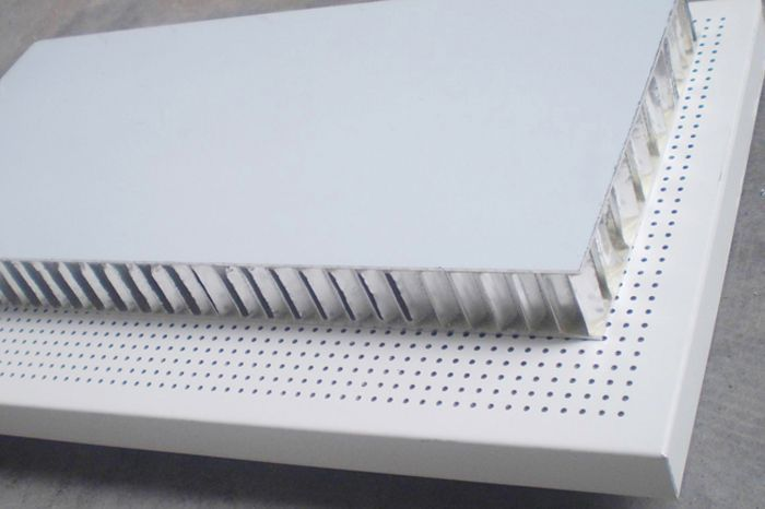 Interior insulating sandwich panel / for partition walls