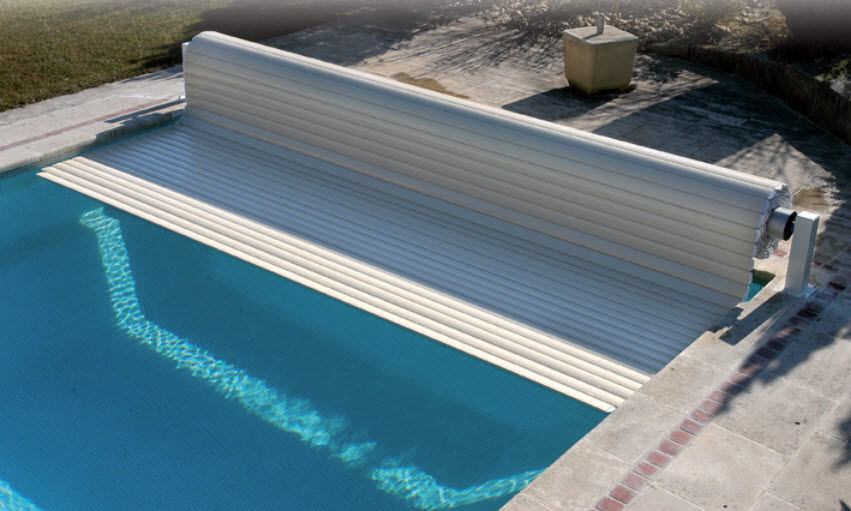 Automatic swimming pool cover / security / immersed ...