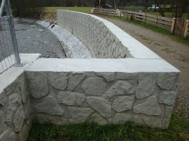 Retaining Wall Form Liner La Reunion Reckli Gmbh Stamped