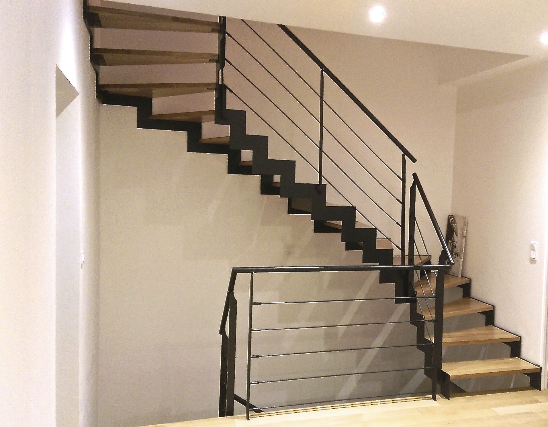 Garde Corps Metal Design half-turn staircase / metal frame / steel frame / wooden