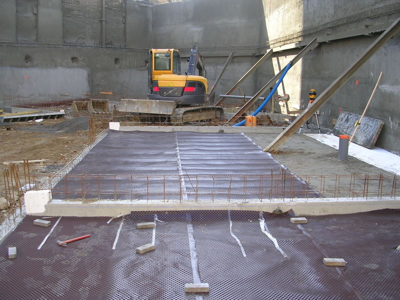 Studded drainage membrane / high-density polyethylene (HDPE