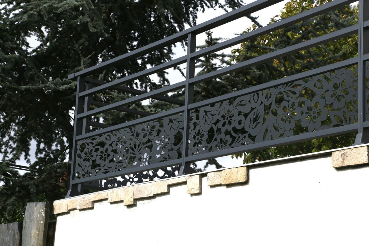 Garde Corps Decoupe Laser aluminum railing / with bars / outdoor / for patios