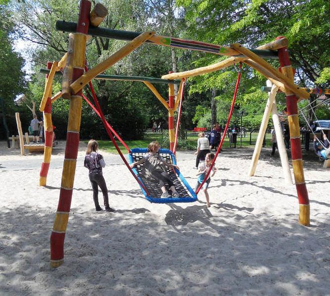 Wooden Swing Multi Person Tapis Indien Q37 Pro Urba