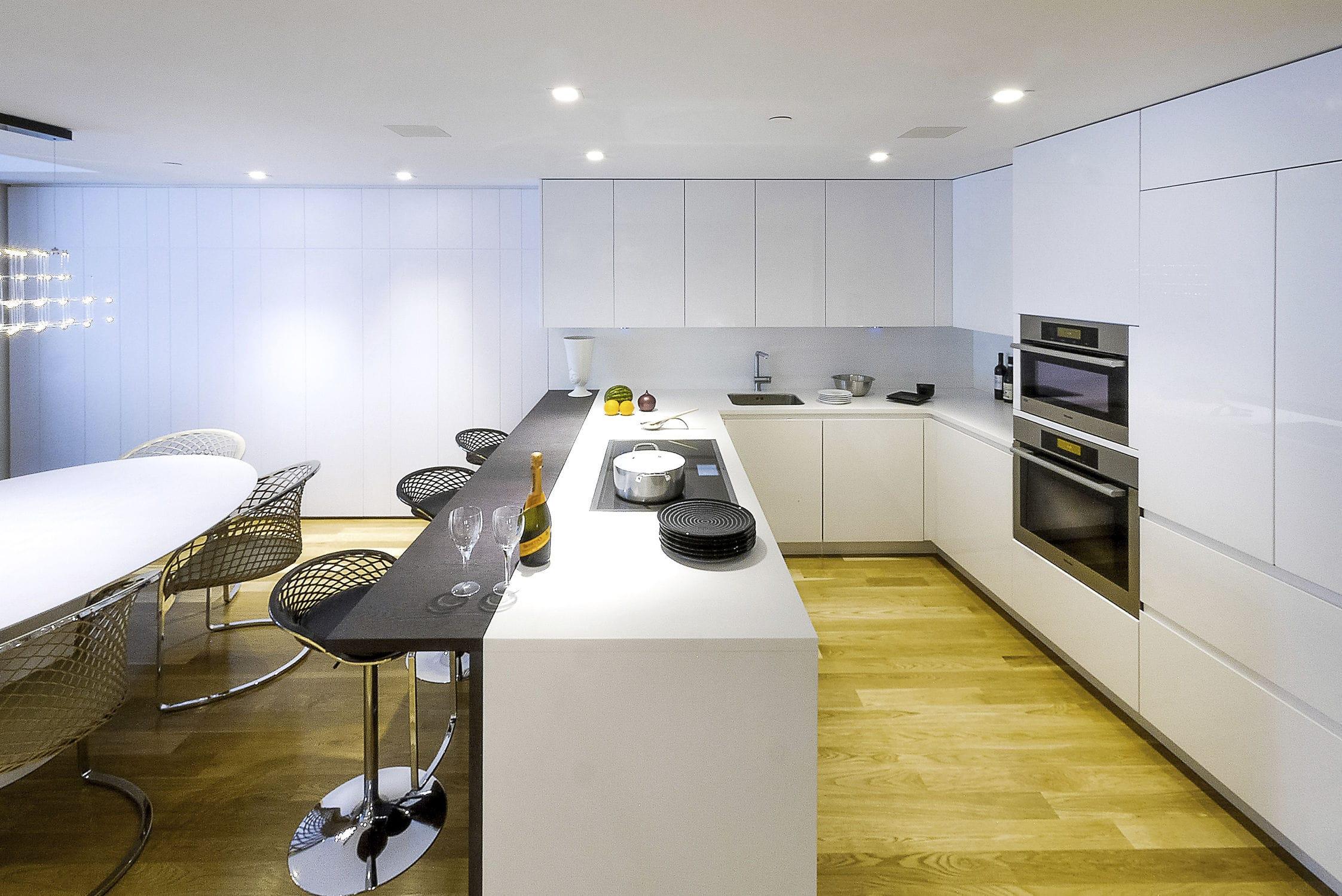 Contemporary kitchen / wenge / Corian® / U-shaped - 20151003 ...
