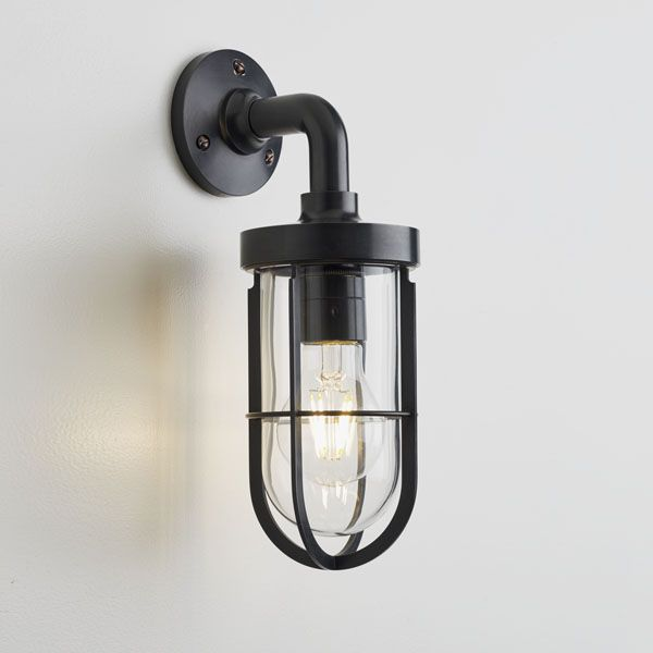 Traditional Wall Light Outdoor Br Frosted Gl