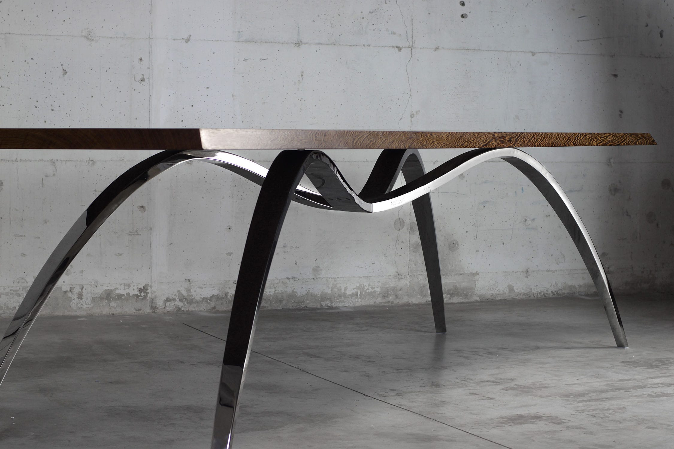 Table A Manger Originale original design dining table / solid wood / stainless steel