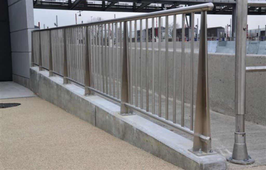 Stainless Steel Railing With Bars Outdoor For Balconies