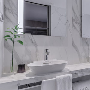 indoor tile / wall / marble / natural stone