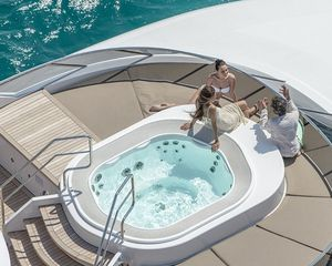 built-in hot tub / round / 6-person / outdoor