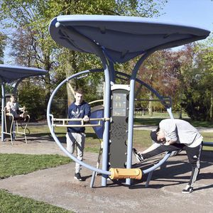 outdoor stretching apparatus