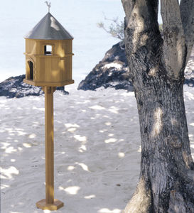 teak birdhouse / free-standing