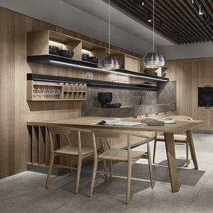 contemporary kitchen / solid wood / oak / marble