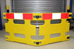 protective barrier / swing / self-supporting / polypropylene
