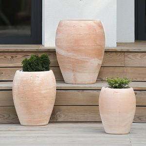 terracotta jarre