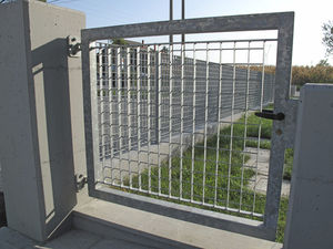 swing gate / metal / wire mesh / with bars