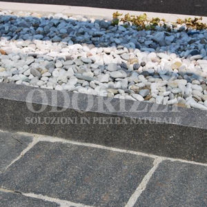 garden edge / sidewalk / porphyry / linear