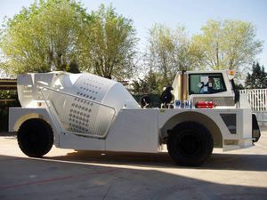 hydraulic mixer truck / diesel / for concrete / for underground mining