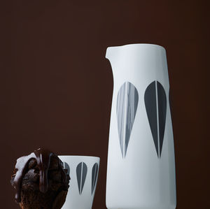 porcelain pitcher / for domestic use