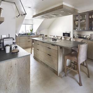 contemporary kitchen / oak / stone / island