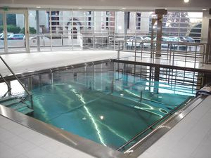 self-supporting swimming pool