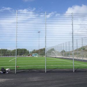 athletic field fence / welded mesh / galvanized steel