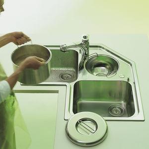 triple-bowl kitchen sink