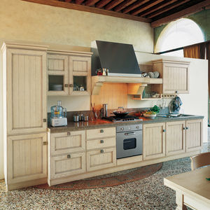 traditional kitchen / ash / stone / lacquered