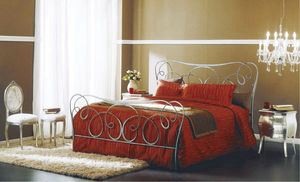 double bed / traditional / with headboard / with in-base storage