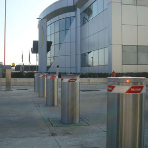 access control bollard / steel / automatic / retractable