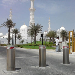 access control bollard / steel / retractable / automatic